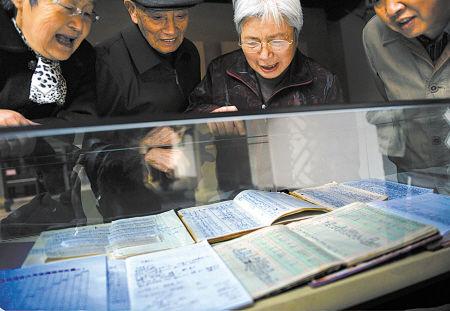家庭收支档案展台吸引宁波市民