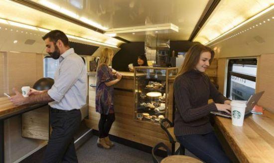 列车也疯狂萌系动物当站长喝着咖啡去旅行