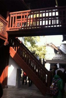 蒋为母亲定制建造的孝子梯