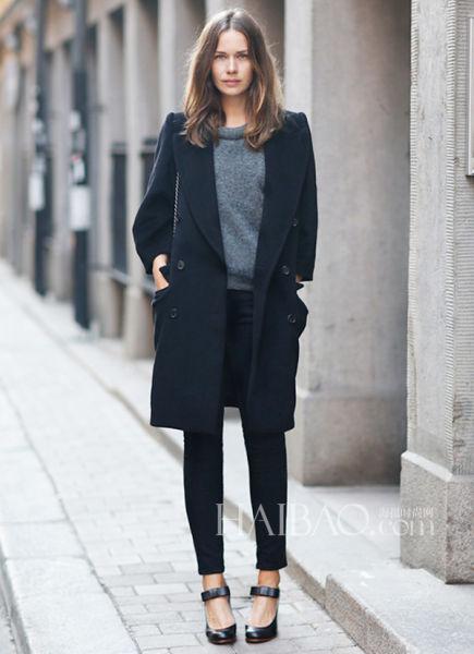 瑞典时尚博主Caroline Blomst街拍示范双排扣外套穿搭