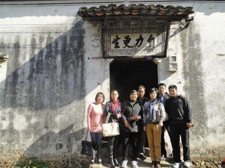 昨天上午,宁波工程学院外国语学院师生来到小郑家。