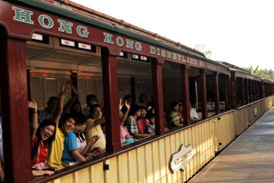 在香港迪士尼享受浪漫时光重温儿时公主梦