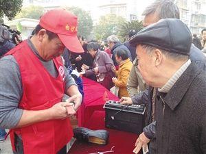 国际志愿者日近千名志愿者进社区服务