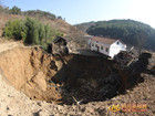 四川广元现直径60米天坑地陷致11间房被埋