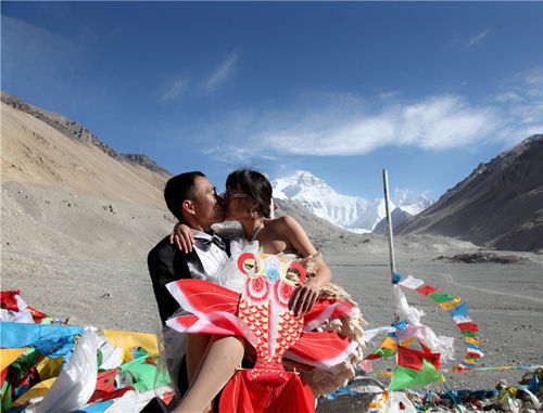 珠峰大本营的简易婚礼(来源:中国网)