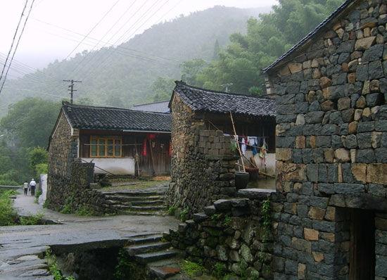 骑行路上的古村落