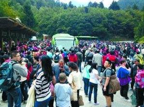 十一黄金周4000多名游客滞留景区