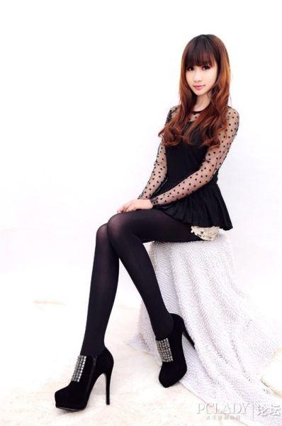组图:模特迷人丝袜秀 女郎秀出性感美腿