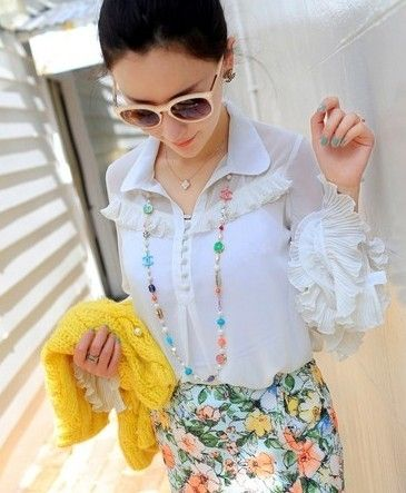 组图:模特演绎春夏白衬衫百搭术展露身材显气质