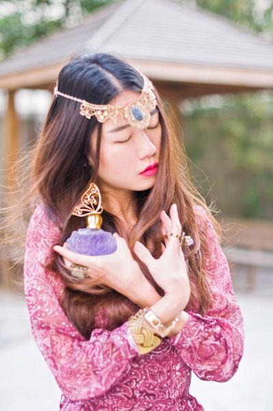 组图:模特寻源印度波希米亚风尽显女性魅力
