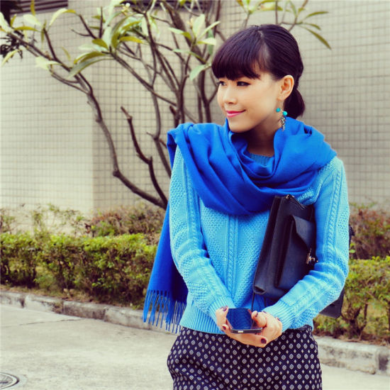 组图:模特教你搭配蓝色衣物冬日秀出姣好身材