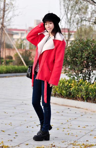 组图:红色大衣唤醒冬季达人上演时尚搭配秀