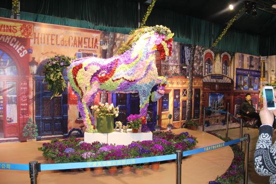欧洲风情小镇用花做的马