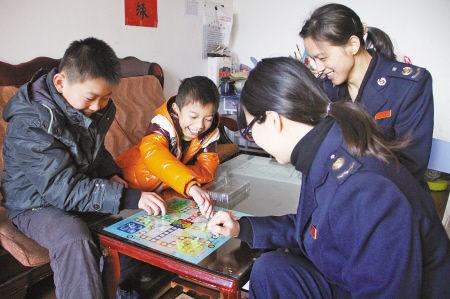 溪口税务分局团员看望留守儿童
