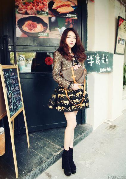 金色花呢西装搭配黑金色系蓬蓬裙让你赚足回头率