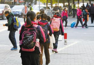 校服,气温跌至零度,孩子受冻,冬装校服保暖性