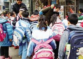 济南学校,一套单薄校服穿三季,冬装校服保暖性