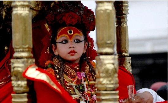 揭秘尼泊尔终身不嫁的处女神选拔标准颇多