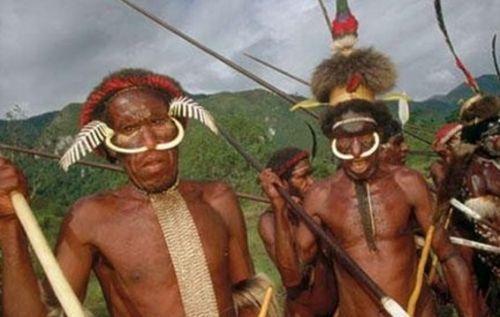 吃人肉是信仰一起来探秘非洲食人族(组图)