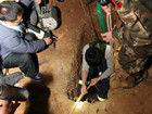盗墓团伙入洞后昏迷求助巡警遭逮捕