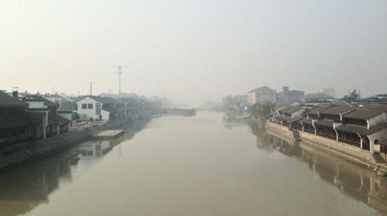 雾霾下的运河