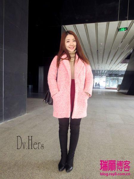 蜜唇粉色大衣搭配清新高领毛衣让你甜美过新年