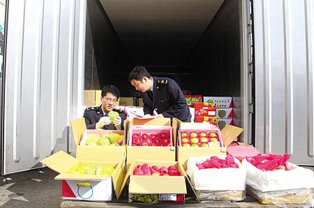 新年首批台湾水果抵达宁波口岸