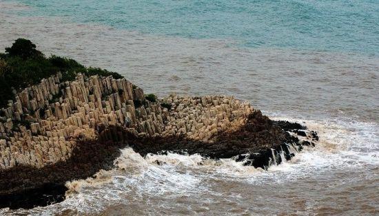 壮观的海上柱体