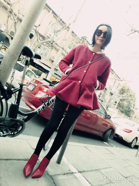 组图:红色大衣与黑色搭配让你的新年喜气洋洋