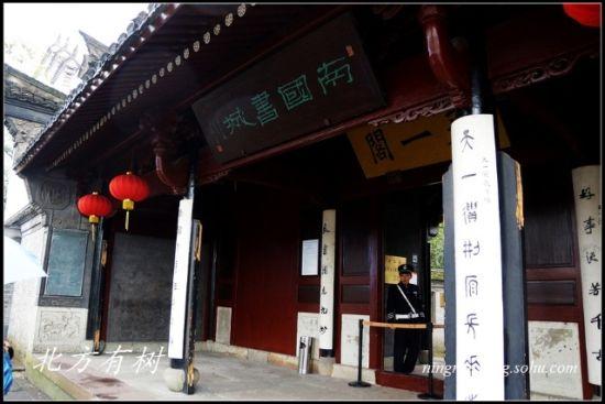 P1 正门,除了天一阁的牌匾,还挂着南国书城的匾额。