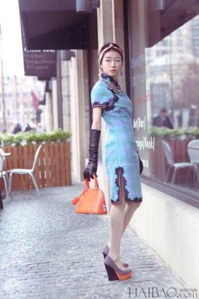 组图:中式造型搭配西方包袋穿出年会最佳着装
