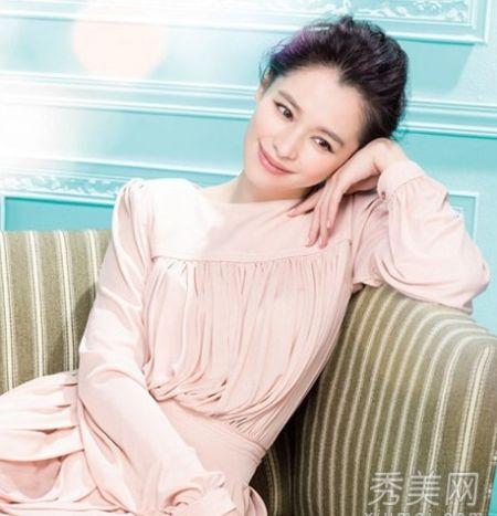 组图:准新娘徐若瑄38岁桃唇配上裸妆变少女