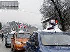 成都景区村民堆雪人卖给游客约30元一个