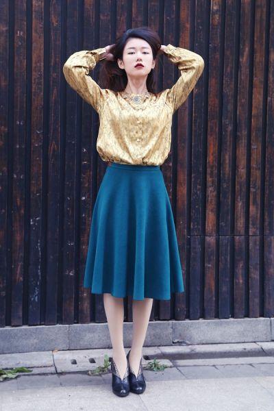 金色成百搭的颜色妈妈的古董衫成就流行女郎