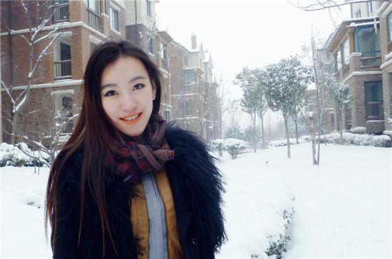 长发美女冬日雪景照