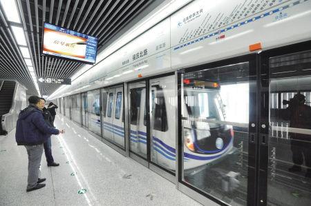 地铁一号线福庆北路站设施和导向指示。 记者 龚国荣 摄