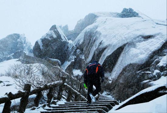 抓住最后的寒冷看灵动春雪覆盖下的黄山