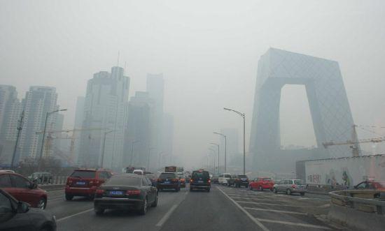 持续雾霾天气又来临不出杀招可能会毁容危险