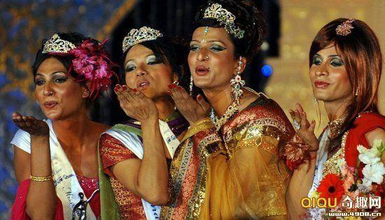 """2010年2月21日,印度孟买,印度变性人""""超级女王""""选美"""
