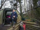 英国男子湖边搭帐篷钓鱼4年不回家