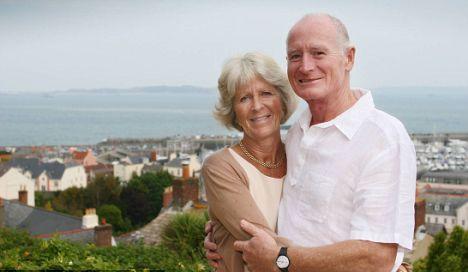 英国夫妇买下英吉利海峡美丽小岛纪念爱情