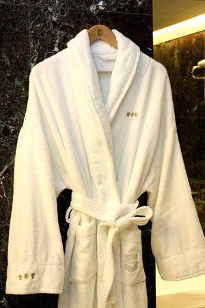 绣着金秀贤名字的浴袍