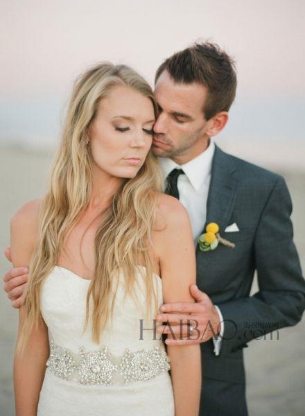 古典主义的婚纱写真演绎沙滩上的优雅与浪漫