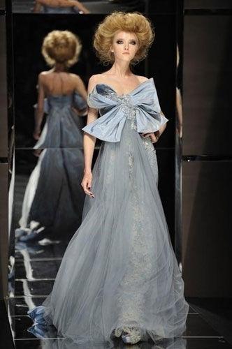 气质唯美的彩色礼服颠覆白纱新娘造型