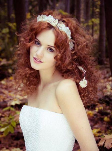 户外举行婚礼仙美优雅头饰打造唯美新娘