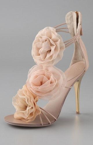 准新娘最爱舒适又显气质的美腿婚鞋(组图)