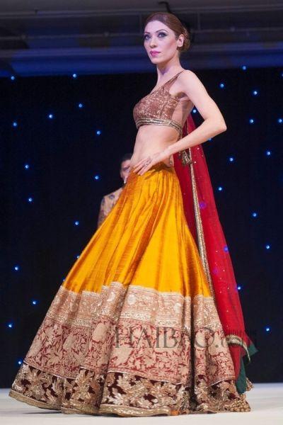 奢华异域风情嫁衣绚丽色彩的精致手工刺绣