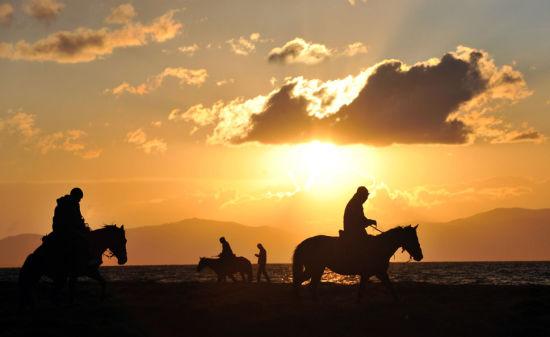 夕阳下的吉尔吉斯斯坦