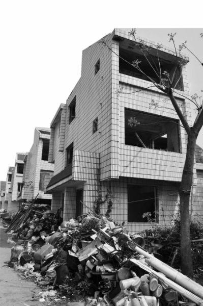 门窗全无杂草丛生宁波东钱湖别墅区收税近17别墅的空置怎么是图片