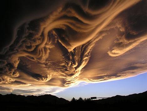 壮观的UFO着陆云 探索全球十大奇葩形状云朵